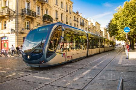 Bordeaux destination sejour linguistique en francais - tramway