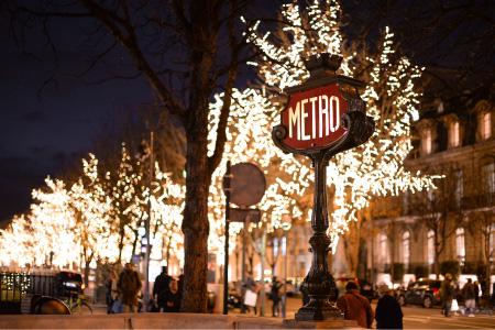 Paris à Noel - Metro illuminé