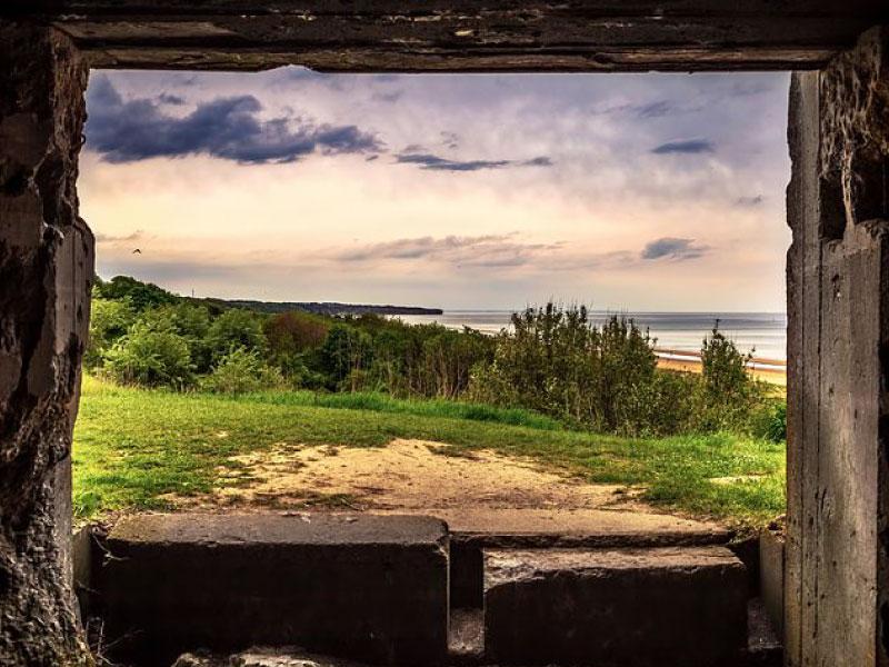 Normandie - vue sur omaha beach depuis un blockhaus